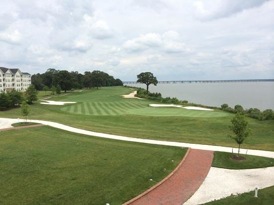 Hyatt Regency Chesapeake Bay Golf Resort, Spa & Marina: Room with a view--The 18th green