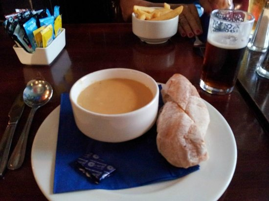 The World's End : Lentil Soup, Homemade Bread and a Dark pint