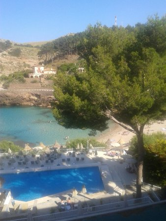 Grupotel Molins: Pool and bay beyond