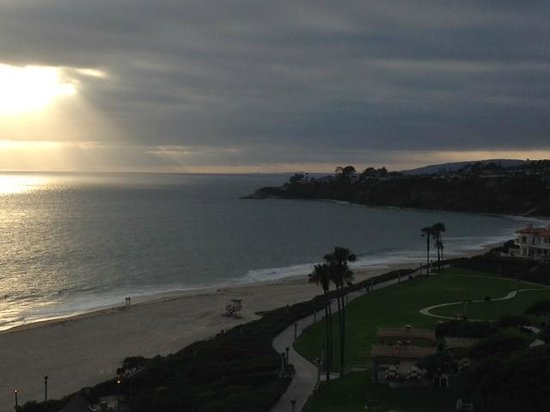 Monarch Beach Resort: Sunset over the beach