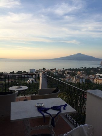M Suites Sorrento : Views of Visuvius