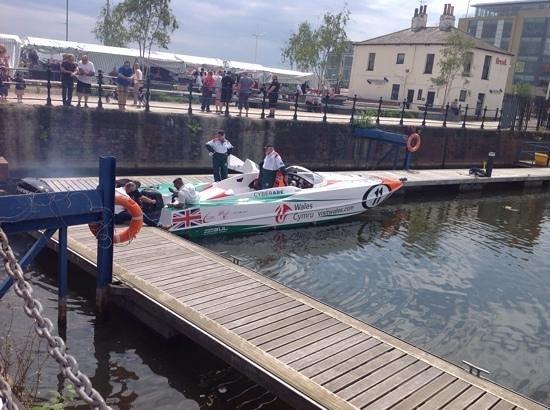Hull Marina: powerboat in marina