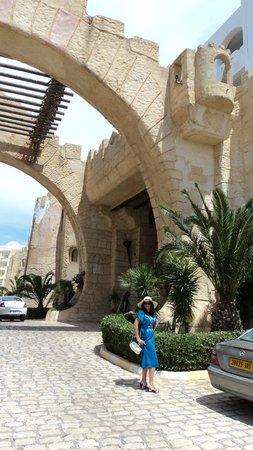 Lella Baya: вход в отель