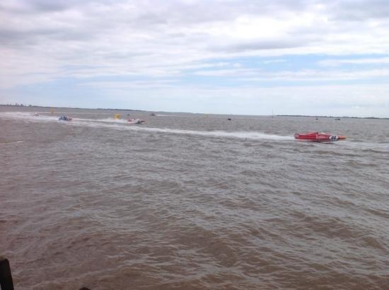 Hull Marina: boats racing