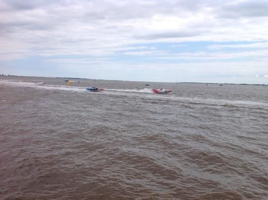 Hull Marina: more boats racing