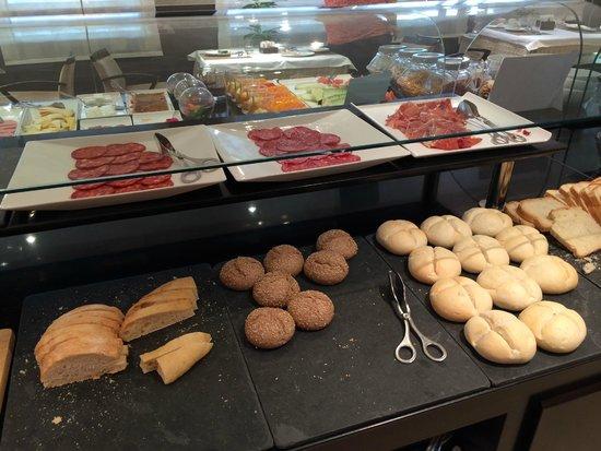 NH Belagua: Breakfast
