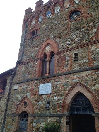 Castelletto di Montebenichi: Exterior
