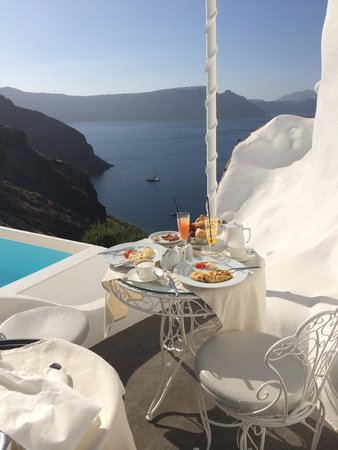 Andronis Luxury Suites : free room service breakfast on our patio