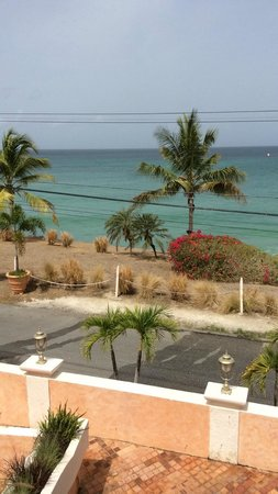 Little Arches Boutique Hotel: View from the hotel... a perfect beach backdrop