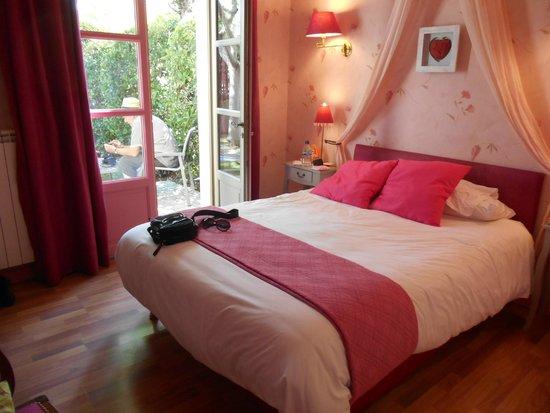 Hotel Montmorency: Very pink