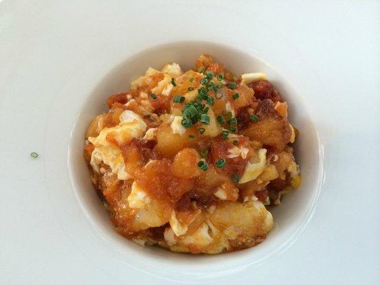 Bambarol: Scrambled eggs with potatoes and sausage