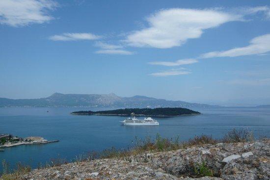 Old Fortress Corfu: И на море корабли ...
