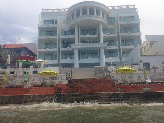 Ocean Front Hotel: вид с моря