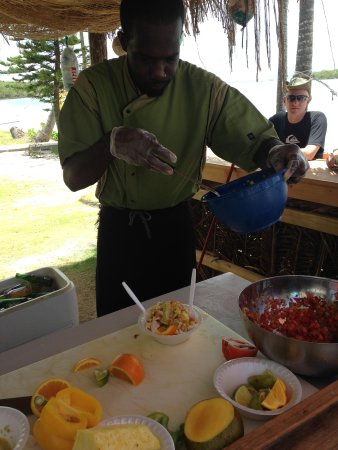 Grabbers Bed Bar & Grill : The fresh Conch Salad bar on the beach