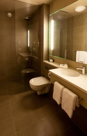 Hótel Þórshamar : Bathroom in the new building