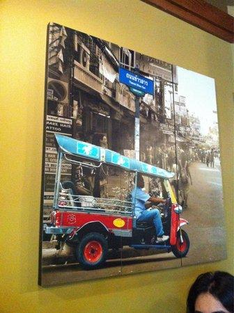 Pad Thai: Art in the restaurant