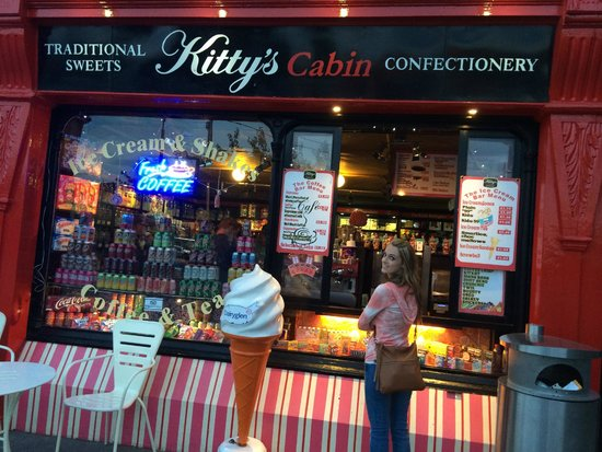 Kittys cabin: ordering at the walk up window