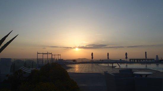 Orizontes Hotel & Villas : sunset no need to go to oia