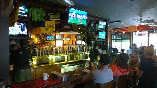 Sidewinders American Grill: Bar area