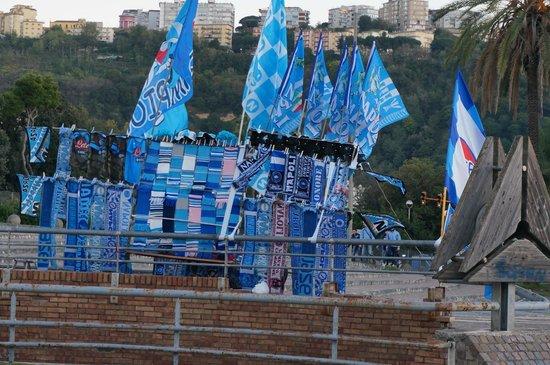 Hotel Palazzo Esedra: Продажа футбольной атрибутики перед матчем