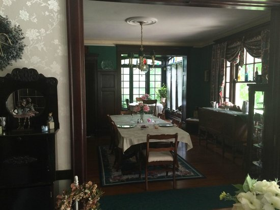 Himmel House : Dining room with breakfast nook in background
