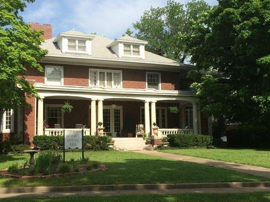 Himmel House: Front