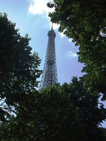 Derby Eiffel Hotel : Eiffel Tower within 10 minutes walk from hotel