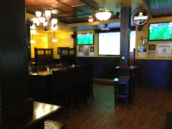 Celtic Cowboy Pub & Restaurant: Interior
