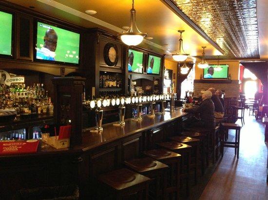 Celtic Cowboy Pub & Restaurant: 1st Class Interior