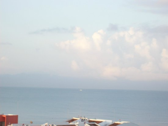Hotel Riu Vallarta: View from room on South side of Riu Vallarta.
