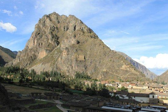 Temple d'Ollantaytambo : Montanha que avistamos algumas construções incas.