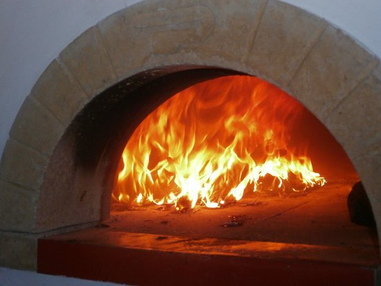 Mammamia Pizzeria y Cocina: the oven on work