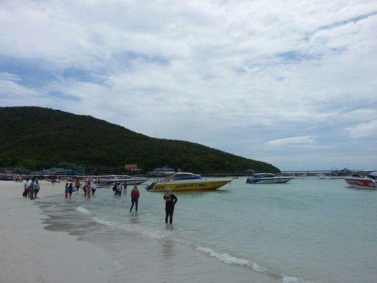 Samae Beach: الشاطئ
