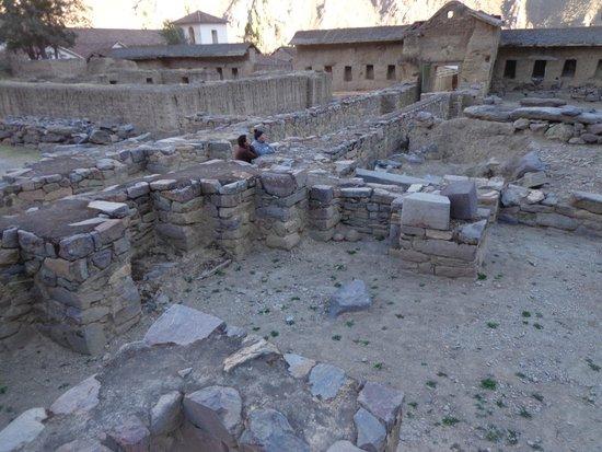 Archaeological Park Ollantaytambo: Restos en la base, viviendas