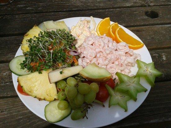 Bridge Inn: The Biggest prawn salad ever!