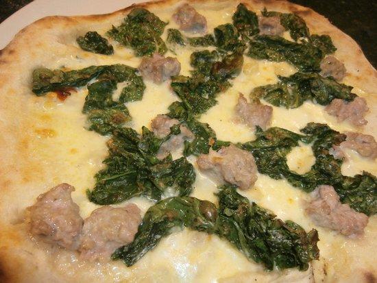 """Mammamia Pizzeria y Cocina: pizza """"salsiccia and friarielli"""".. top of italians!"""