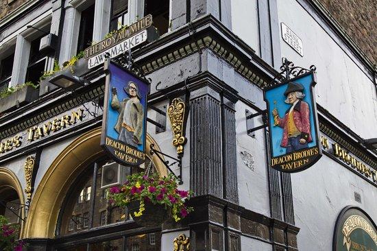 Iconic  Tours: Deacon Brodies Tavern