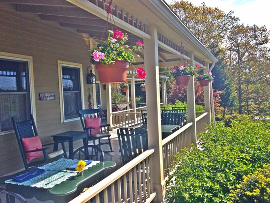 Five Gables Inn: Porch Area