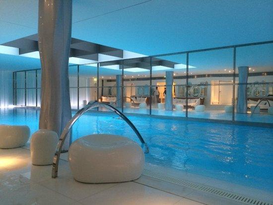 Le Royal Monceau-Raffles Paris: Прекрасный бассейн