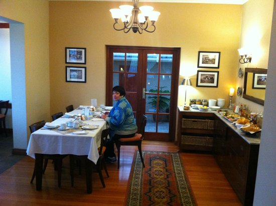 Central Guest House: Dining room