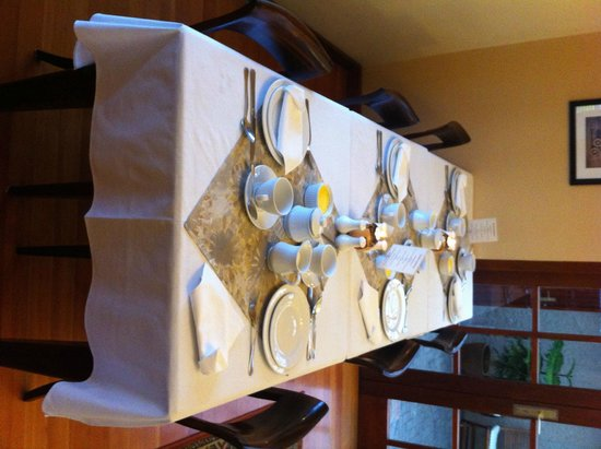 Meerkat Guesthouse : Breakfast table