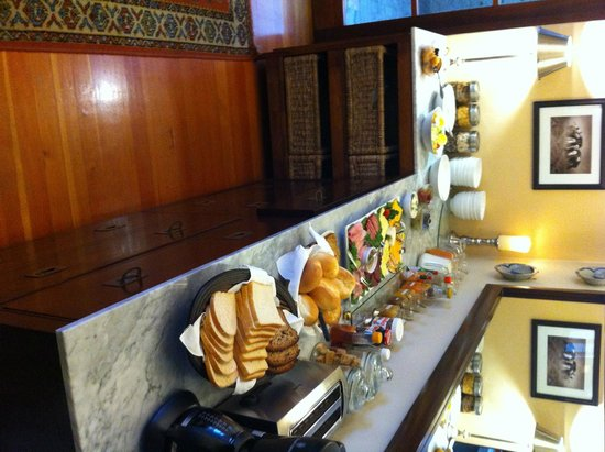 Central Guest House: Breakfast table 2