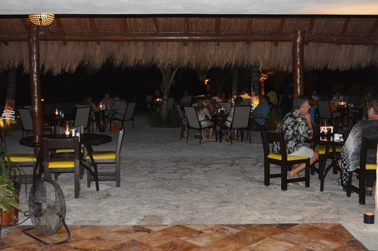 Buccanos at Night : Beach Dining