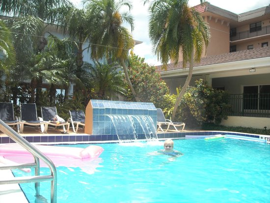 The Hotel Sol: Water fall at the pool