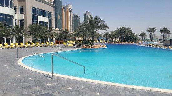 Hilton Doha: Pool