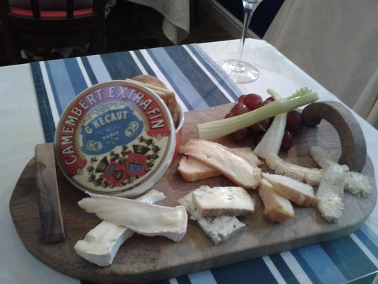 The Guildhall Tavern: selection of cheeses