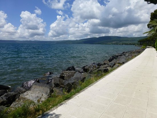 Trevignano Romano : Beautiful walk along the lake