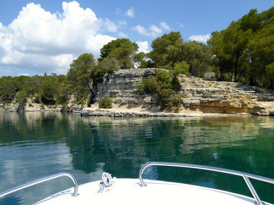 Chateau d'Esparron : lake