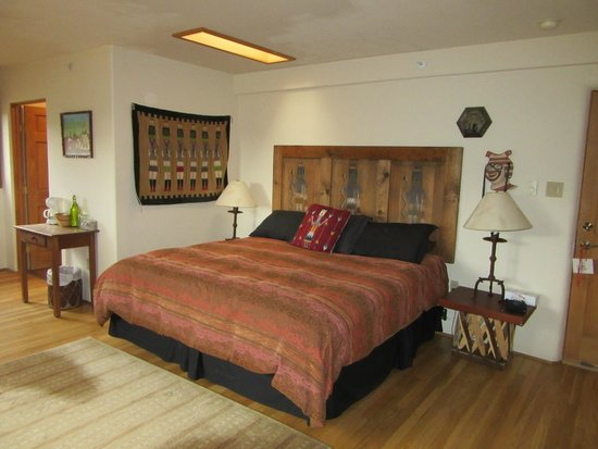 The Bobcat Inn : Our luxurious bed