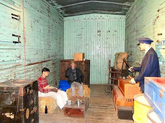 Wilmington Railroad Museum : freight-hoppers being caught